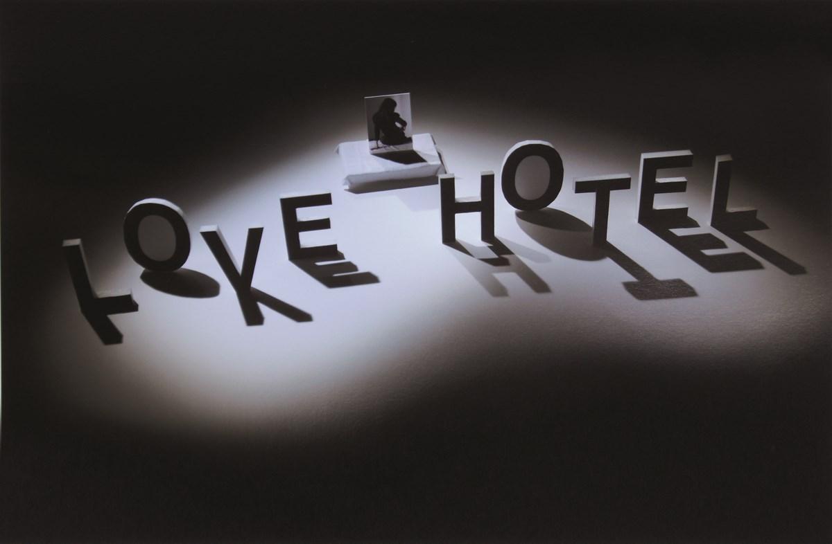 """Szymon Rogilski, """"Love hotel nr 1"""", 2007 (źródło: materiały prasowe organizatora)"""