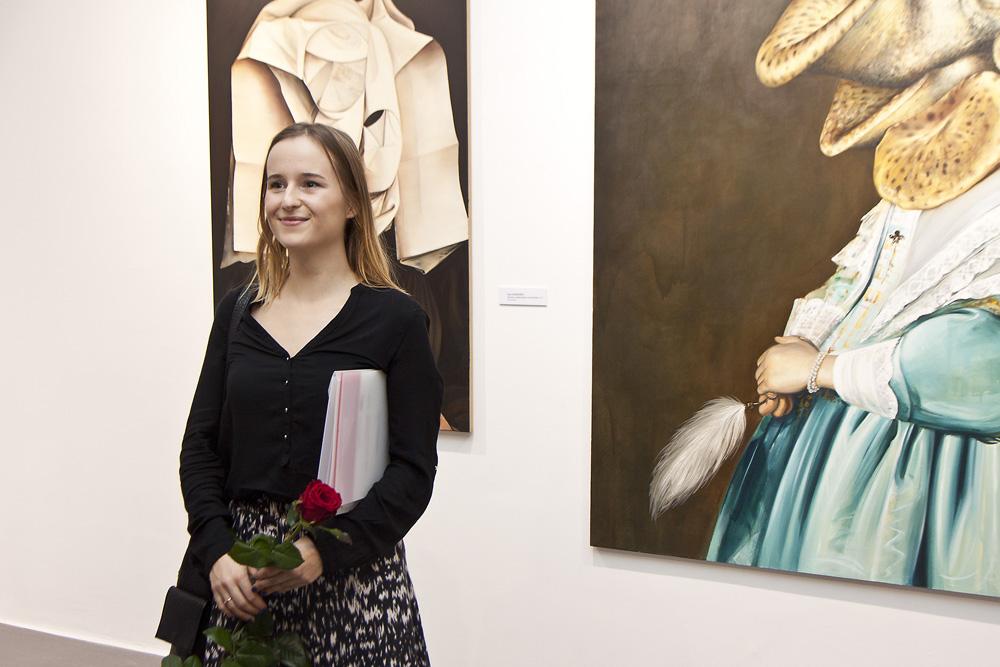 Ewa Juszkiewicz – laureatka Grand Prix, wernisaż wystawy 41. Bielskiej Jesieni, Galeria Bielska BWA, fot. Krzysztof Morcinek (źródło: materiały prasowe organizatora)