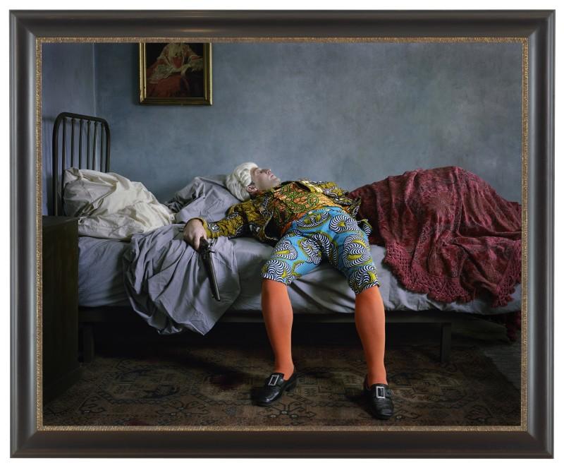 "Yinka Shonibare ""Fake Death Picture"" (""The Suicide - Manet""), 2011. Digital chromogenic print. Framed: 58 1/2 x 71 1/4 inches (źródło: materiały prasowe organizatora)"