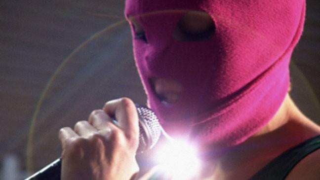"""""""Pussy Riot. Modlitwa punka"""", reż. Mike Lerner, Maksym Pozdorowkin (źródło: materiały prasowe dystrybutora)"""