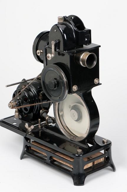Projektor Kinematograficzny Pathé Baby, fot. Wojciech Staszkiewicz, obiekt ze zbiorów MHF (źródło: materiały prasowe organizatora)