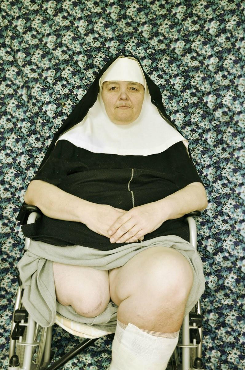 """Fot. Agnieszka Kwiatkowska, """"Zakonnica"""", seria, Kolory życia, I miejsce (źródło: materiały prasowe organizatora)"""