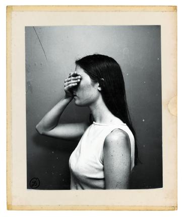 """Clare Strand, z cyklu """"Ślady walki"""", 2001–2002 © Clare Strand & the Victoria & Albert Museum (źródło: materiały prasowe organizatora)"""