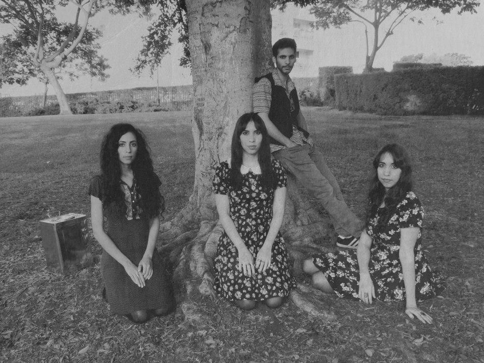 Na zdjęciu: A-Wa, pod drzewem (źródło: materiały prasowe organizatora)