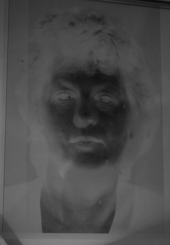 """Katarzyna Betlinska, """"Betliny 3"""", guma dwuchromianowa, 2012 (źródło: materiały prasowe organizatora)"""