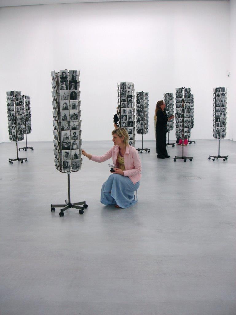 """Wystawa """"Berlin Heist"""": Mathilde ter Heijne, """"Woman to Go"""", 2005-ongoing, Installation view Berlinische Galerie, Berlin, 2006, photo: Kai Dietrich (źródło: materiały prasowe organizatora)"""