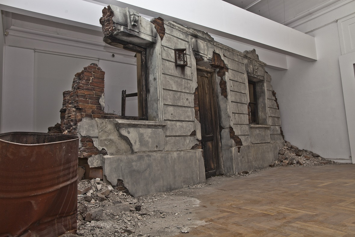"""Robert Kuśmirowski – """"Träumgutstraße"""", fot. Jakub Wróblewski (źródło: materiały prasowe organizatora)"""