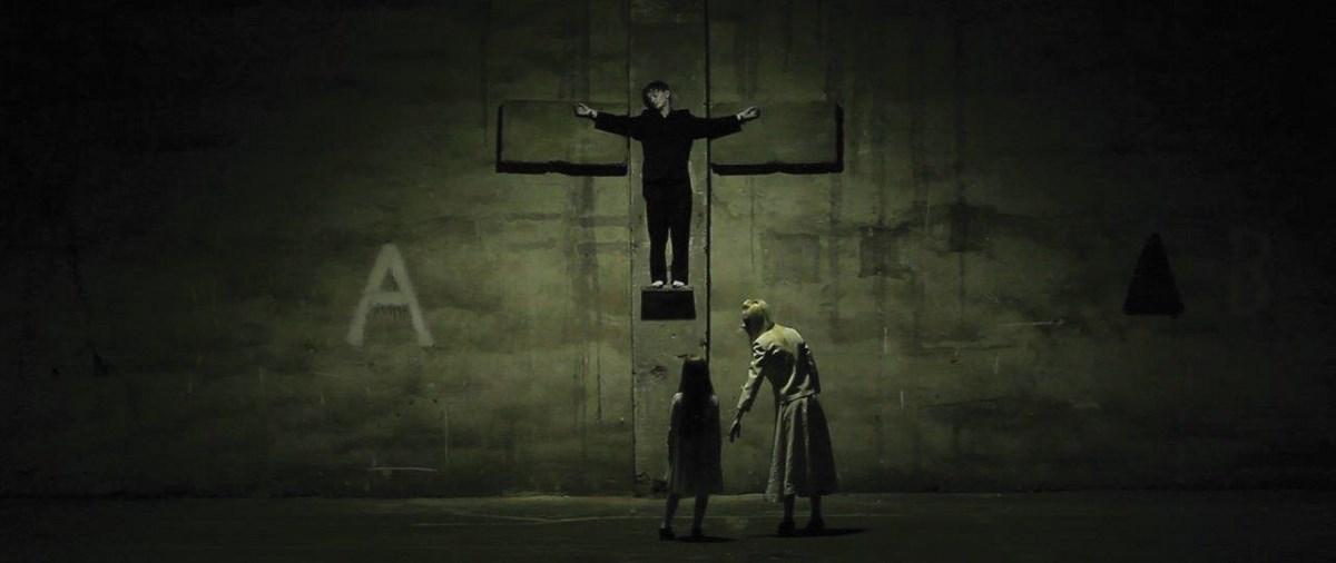 """Wystawa """"Limits of Globalisation – Granice Globalizacji"""" w ramach """"Projektu Polish Art Tomorrow"""": Urszula Pieregończuk, """"PUNCTUM"""", 2014, film (źródło: materiały prasowe organizatora)"""