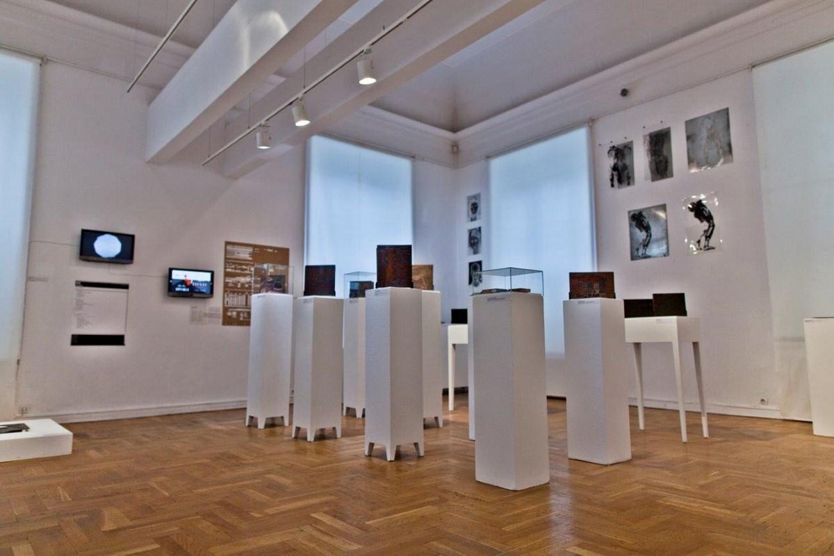"""Wystawa """"Grafika gra sztuki"""", Salon Akademii w Warszawie, fot. Jakub Wróblewski (źródło: materiały prasowe organizatora)"""