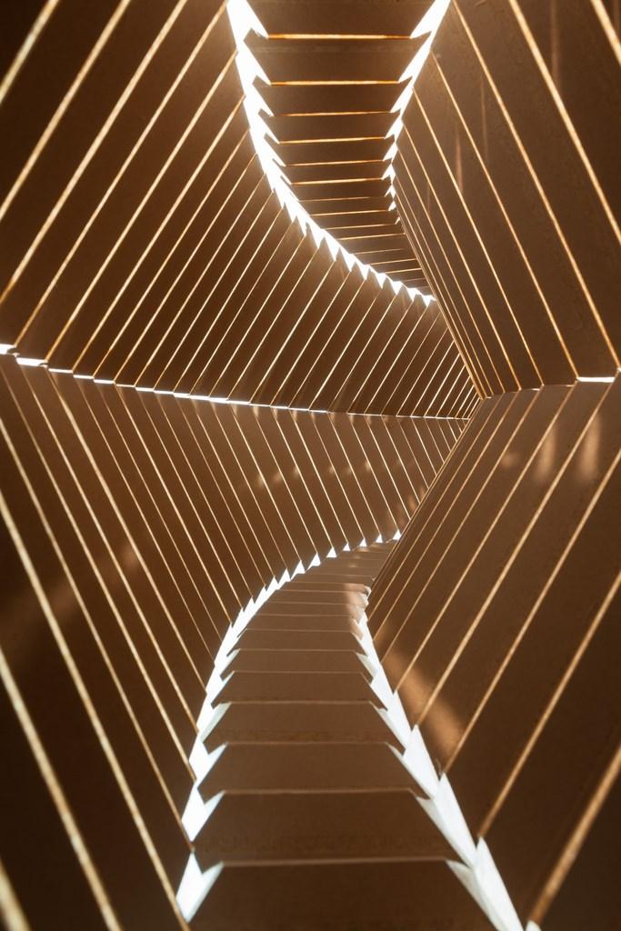 """Iza Tarasewicz, """"Dimensional Compression"""", 2014, mdf, płótno, detal (źródło: materiały prasowe organizatora)"""