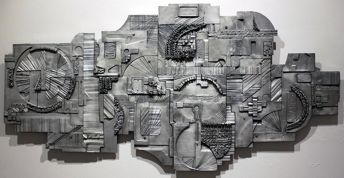 """Małgorzata Wiśniewska, """"A1"""", aluminium, 156 cm x 75 cm, 2010 (źródło: materiały prasowe organizatora)"""