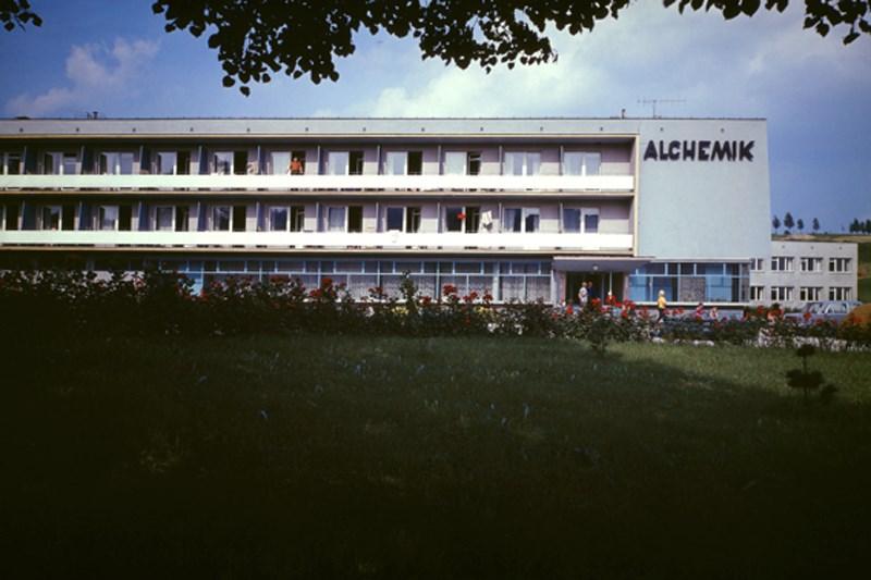 """© fot. Zbigniew Łagocki, """"Muszyna. Dom Wypoczynkowy Alchemik"""", 1974 rok (źródło: materiały prasowe organizatora)"""