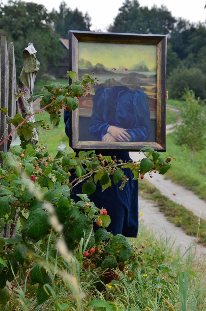 """Anna Adamiak, """"Autoportret"""", Zawada k. Tarnowa, 2013, fot. H. Adamiak (źródło: materiały prasowe organizatora)"""