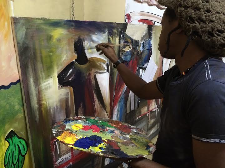 Iddi Bashir, Nairobi, przygotowuje trzy obrazy na wystawę (źródło: materiały prasowe organizatora)