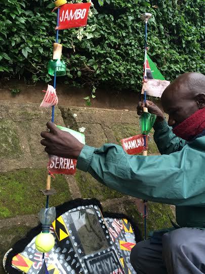Praca nad instalacją dźwiękową, John Njoroge Kamau (źródło: materiały prasowe organizatora)