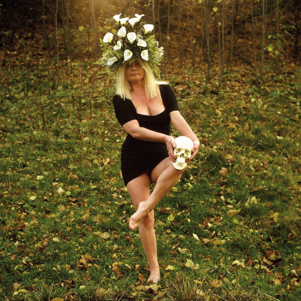 """Natalia LL, """"Brunhilda II"""" (""""Seans""""), 1993, fotografia barwna, 300 x 300 cm. Dzięki uprzejmości artystki (źródło: materiały prasowe organizatora)"""