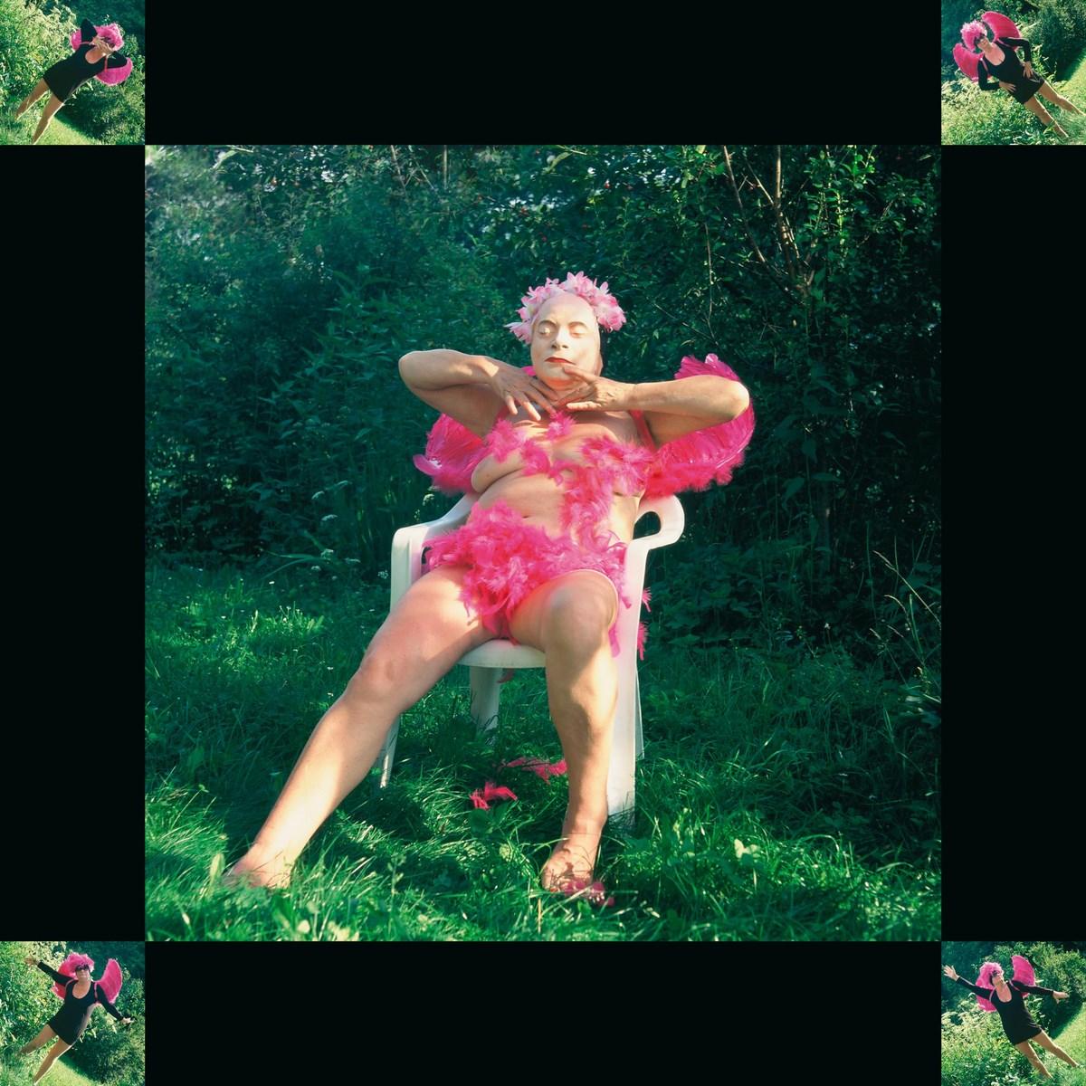 """Natalia LL, """"Chichot Odyna"""", 2009, 2 fotografie barwne, 100 x 100 cm oraz wideo. Dzięki uprzejmości artystki (źródło: materiały prasowe organizatora)"""
