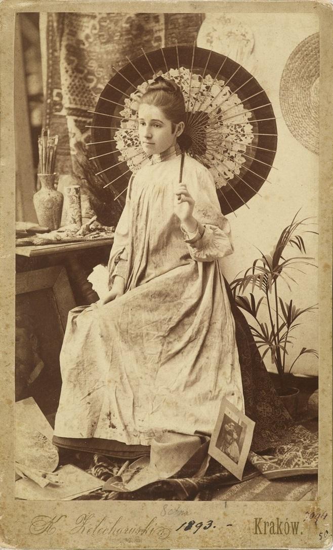 Olga Boznańska z japońską parasolką, fot. Kasper Żelechowski, Kraków 1839, Muzeum Narodowe w Krakowie (źródło: materiały prasowe organizatora)