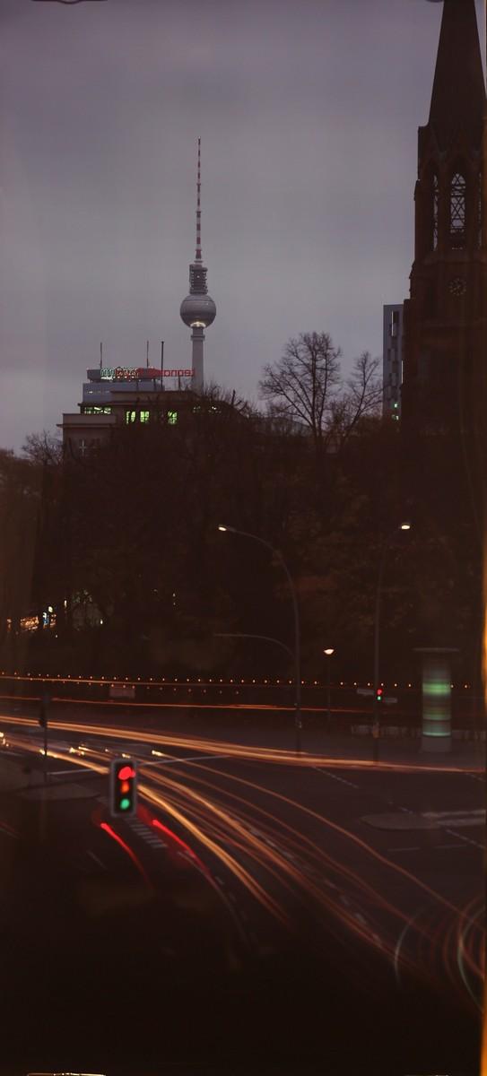 """Roland Wirtz, """"Apparition"""", bezpośrednie naświetlenie, Cibachrome, 15 listopada 2013, fot. dzięki uprzejmości artysty (źródło: materiały prasowe)"""