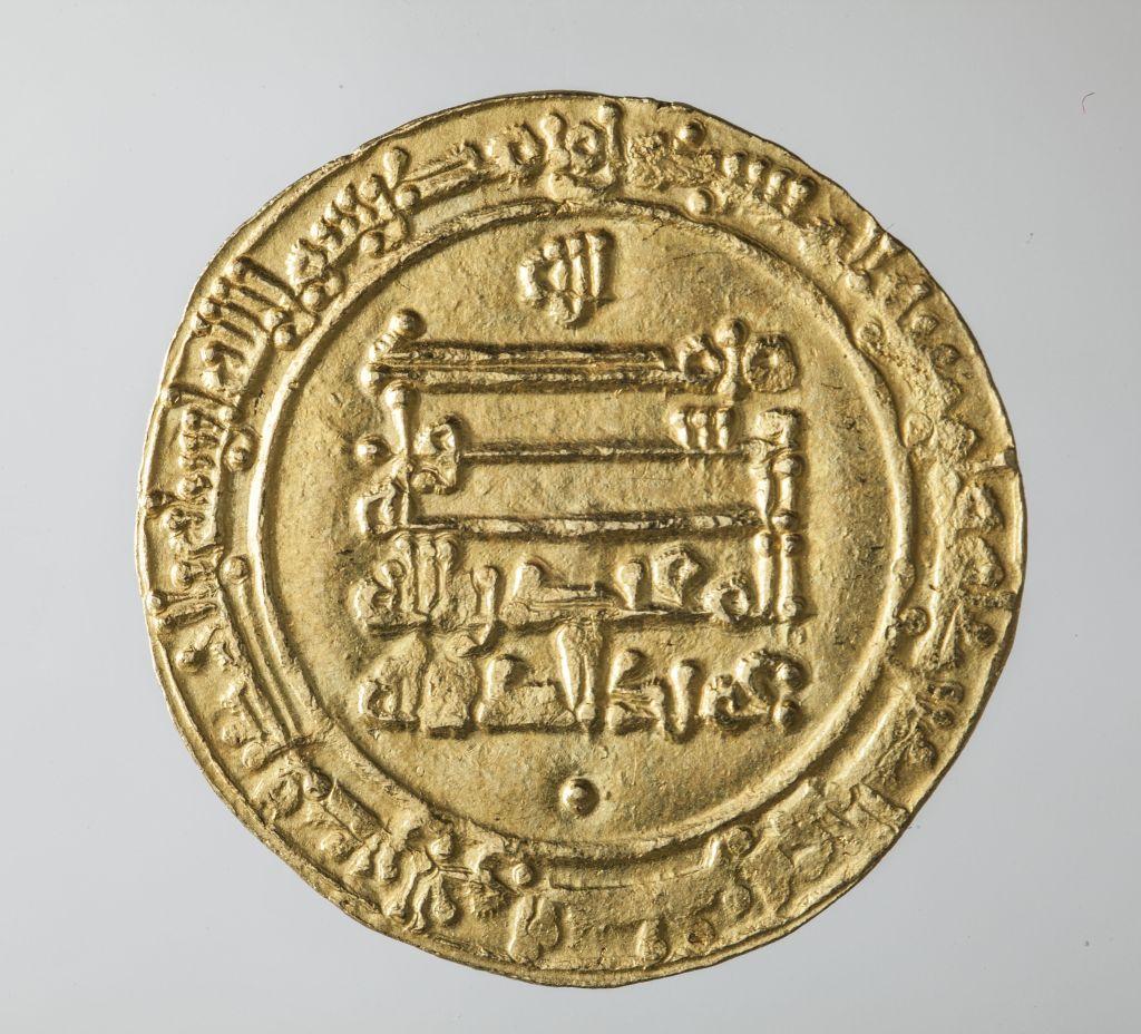 Dinar, (rewers), złoto, Abbasydzi, rok 932, kolekcja prywatna, fot. Jacek Budyn (źródło: materiał prasowy organizatora)
