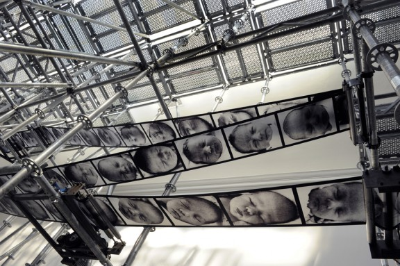 """Christian Boltanski, """"Chance"""", Biennale w Wenecji 2011 (źródło: materiały prasowe)"""