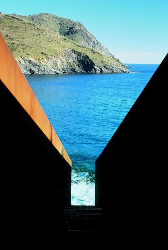 Pasaże, Miejsce Pamięci W hołdzie Walterowi Benjaminowi, 1990-1994 Portbou, Hiszpania (źródło: materiały prasowe organizatora)