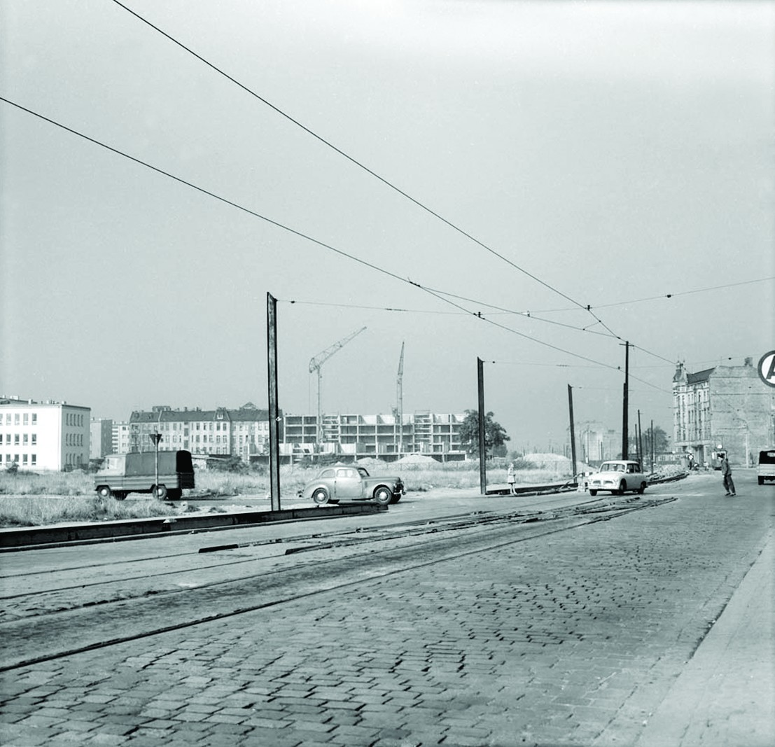 Okolice placu Pierwszego Maja (obecnie plac Jana Pawła II), lata 60., fot. Tomasz Olszewski, Muzeum Architektury we Wrocławiu (źródło: materiały prasowe organizatora)