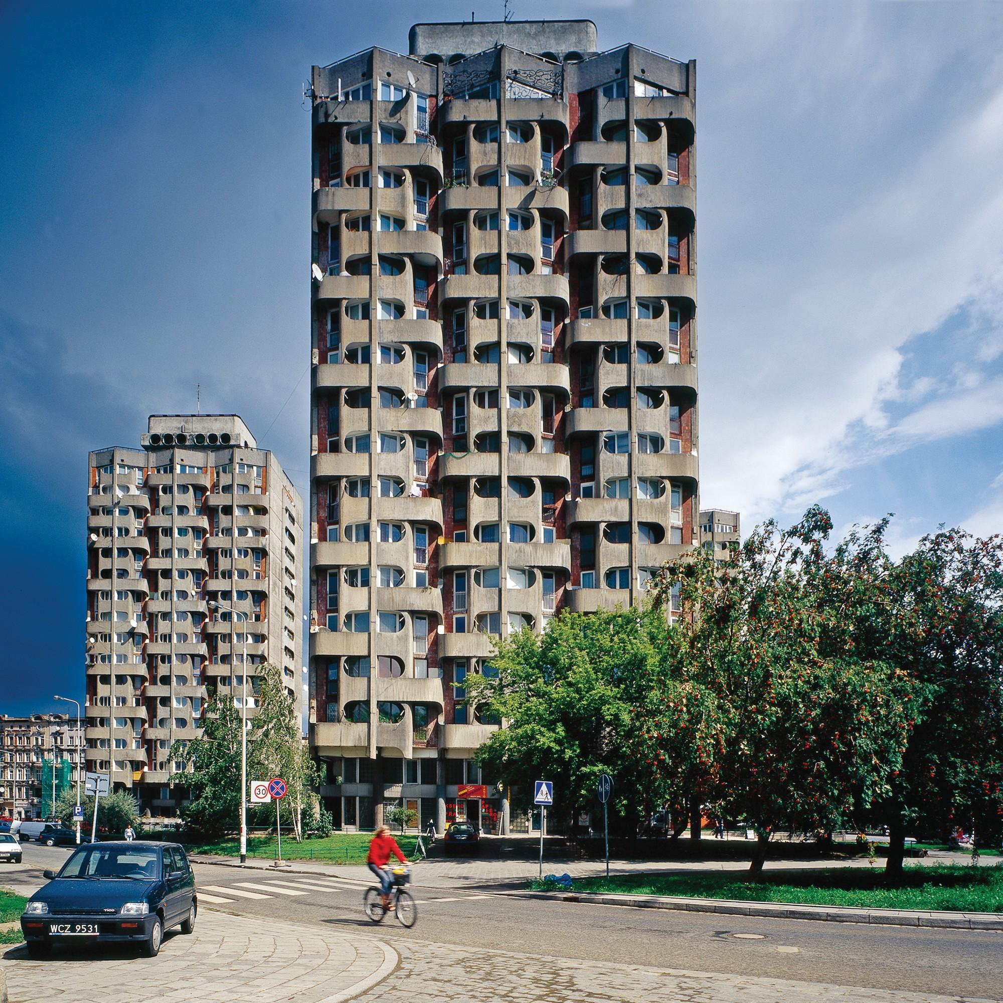 """Nicolas Grospierre, Osiedle Plac Grunwaldzki (""""Sedesowce""""), 2005 (źródło: materiały prasowe organizatora)"""