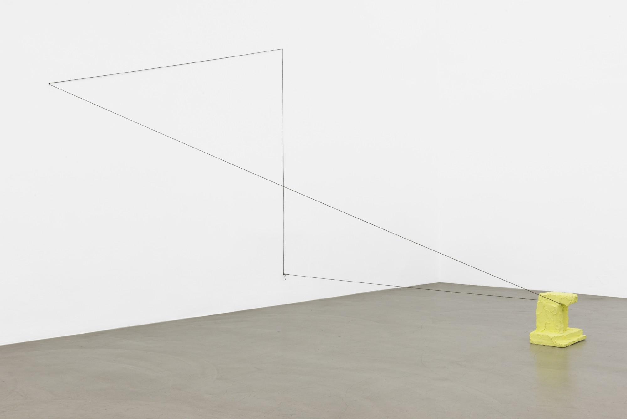 """Rachel Harrison, """"Urządzenie kadrujące (żółte)"""", 2014, dzięki uprzejmości Galerii Meyer Kainer, Wiedeń, fot. Marcel Koehler (źródło: materiały prasowe organizatora)"""