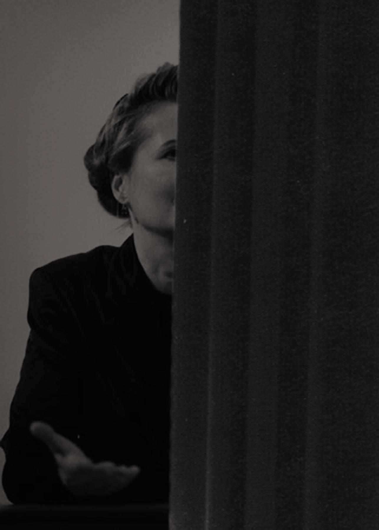 """Kama Sokolnicka, """"Elfriede Jelinek za zasłoną"""", 2010 (źródło: materiały prasowe organizatora)"""