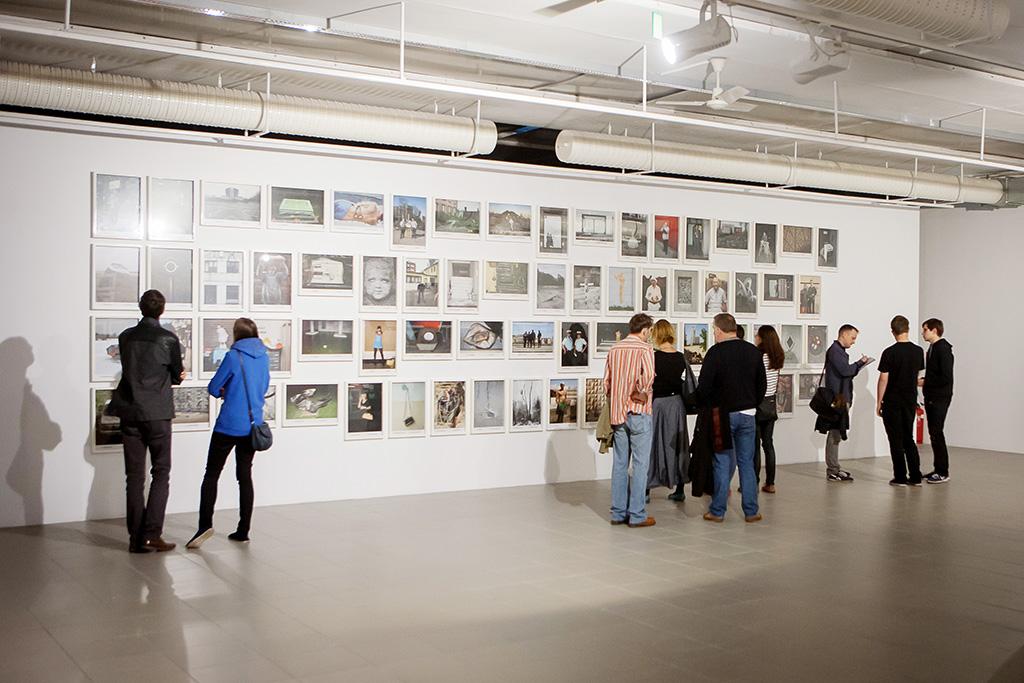 """Wernisaż wystawy """"Obrazy miasta"""", fot. Krzysztof Szewczyk (źródło: materiały prasowe organizatora)"""