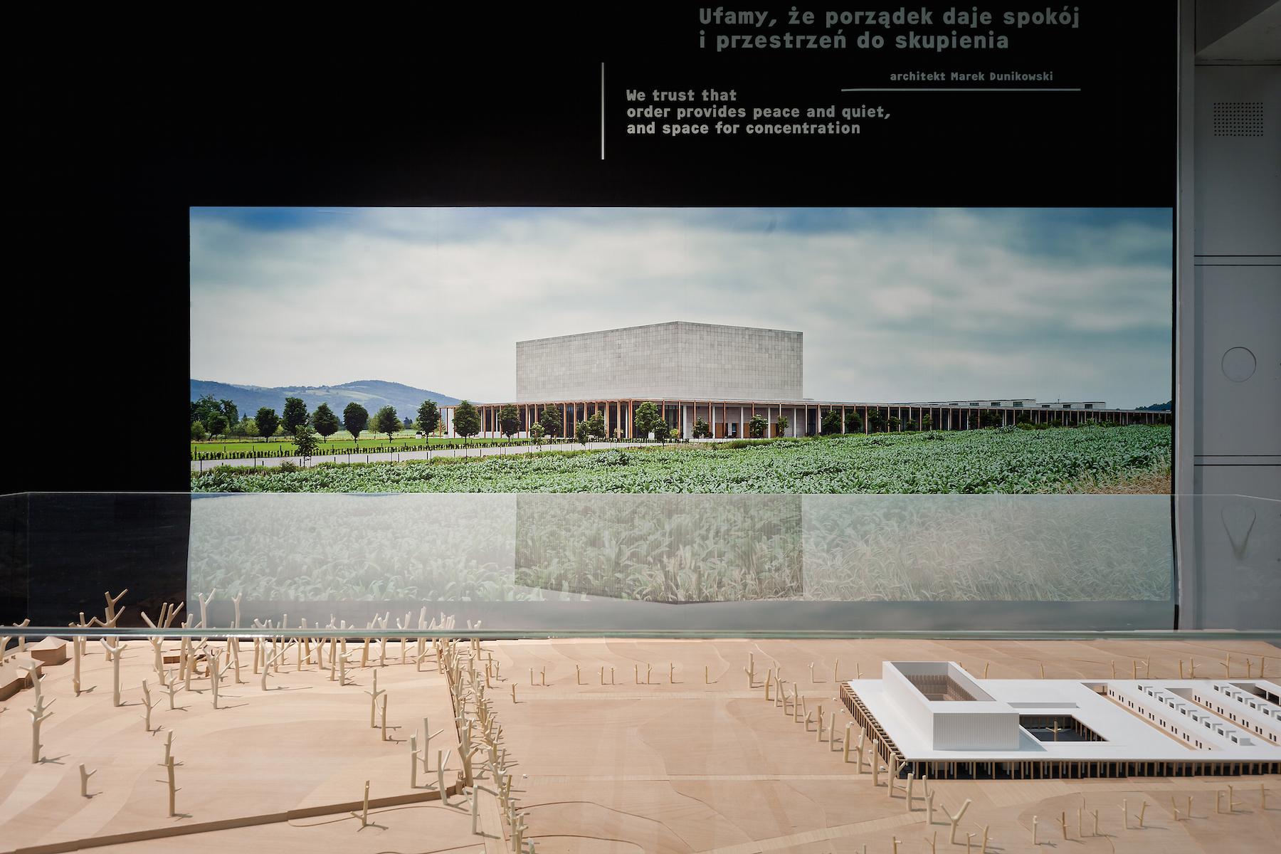 """Kolekcja """"Architektury-murator"""" dla Muzeum Sztuki Nowoczesnej, widok wystawy, fot. B. Stawiarski, dzięki uprzejmości MSN (źródło: materiały prasowe organizatora)"""