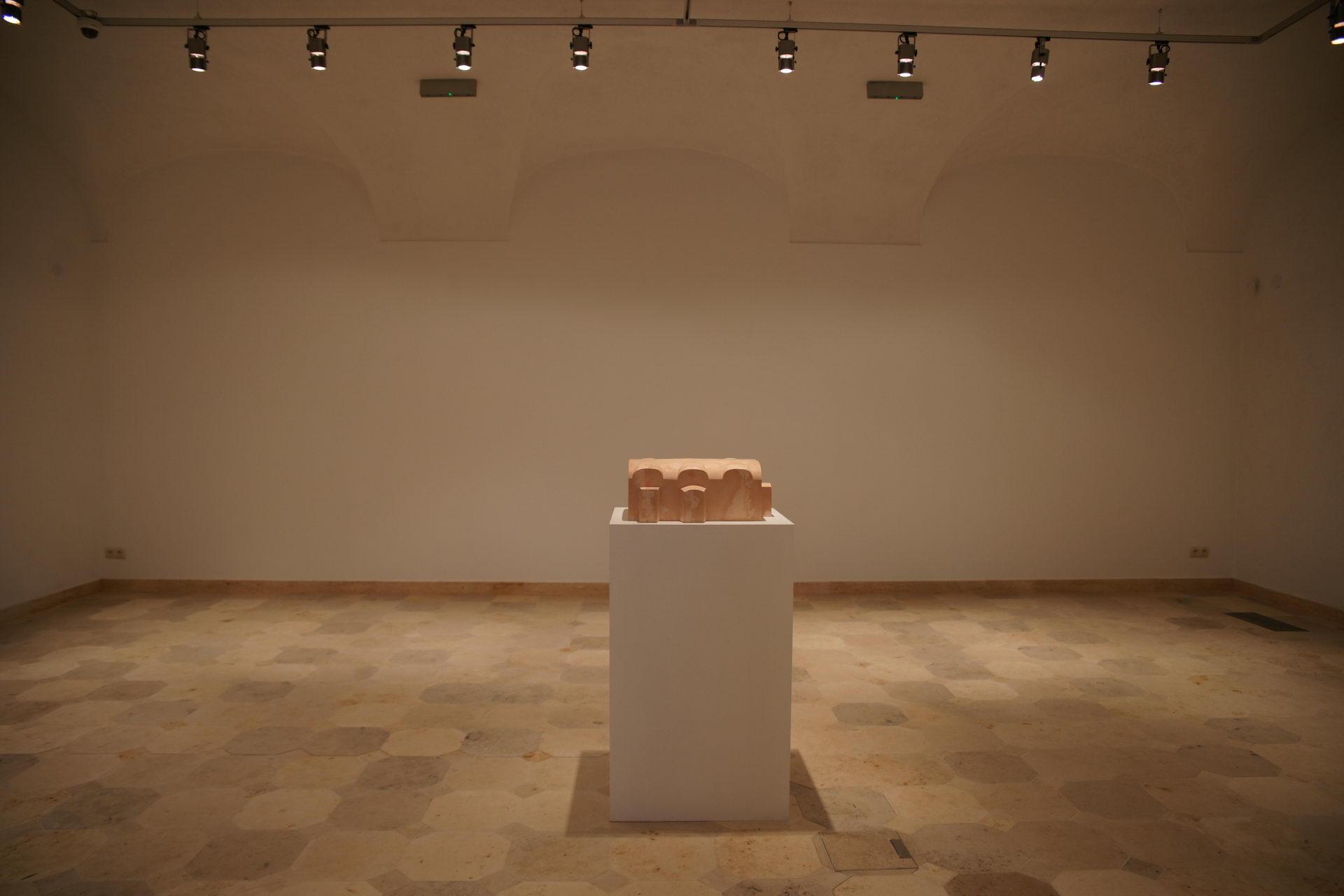 """Hege Lønne, z wystawy """"Nieznośna lekkość bieli"""", Galeria Biała w Lublinie (źródło: materiały prasowe organizatora)"""