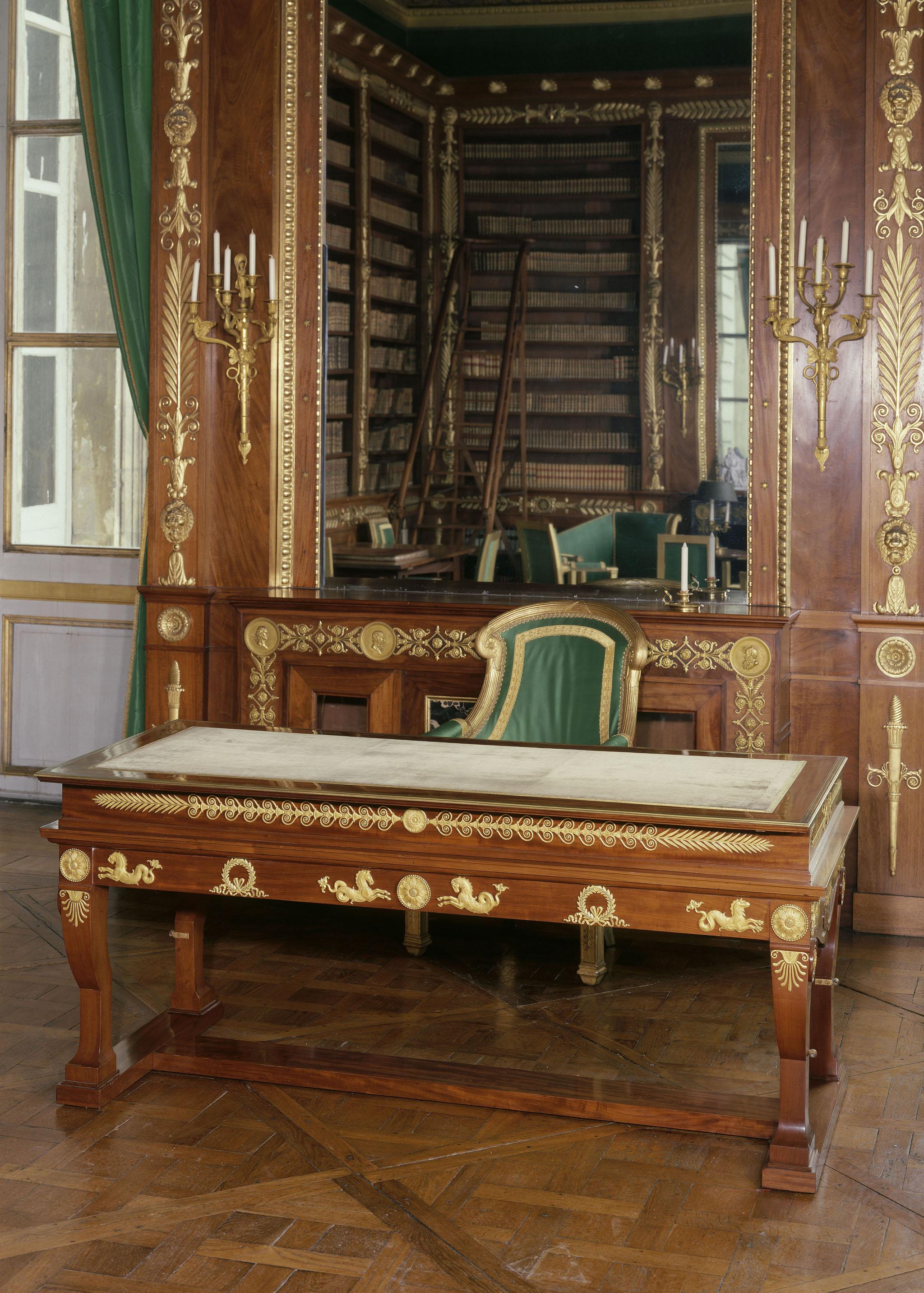 François-Honoré-Georges Jacob-Desmalter, Komoda, 1810, Compiègne, Musée national du palais, fot. © Réunion des musées nationaux – Grand Palais (domaine de Compiegne) / Jean Schormans (źródło: materiały prasowe organizatora)