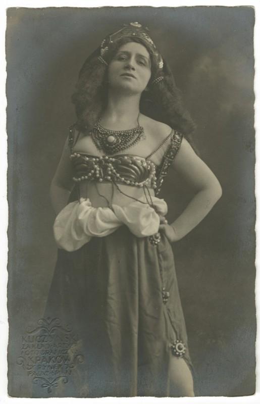 """Irena Solska w roli Jempsar w """"Castusie Josephie"""" S. Szymoniwica, fot. Józef Kuczyński, Kraków, 1914, wł. MHK (źródło: materiały prasowe)"""