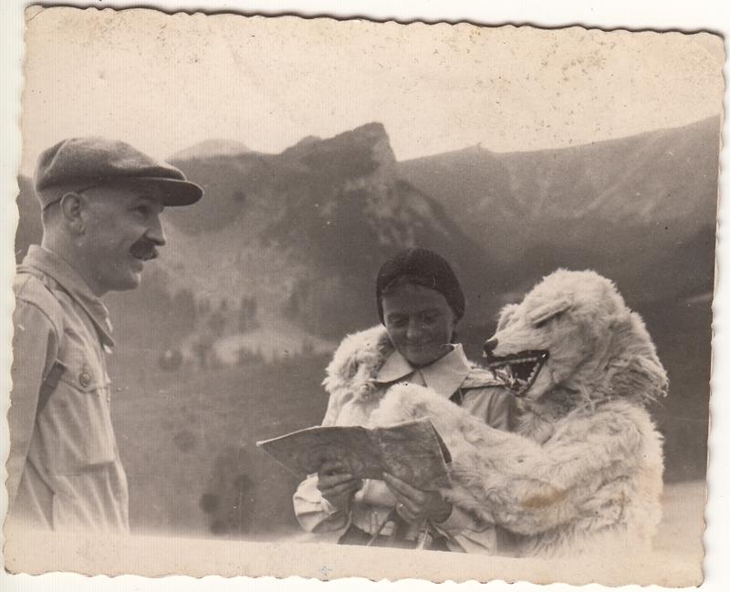 Tadeusz Surzycki (z lewej) z żoną Wandą podczas wyprawy w Tatry, Zakopane 1933, wł. Marcin Surzycki (źródło: materiały prasowe)