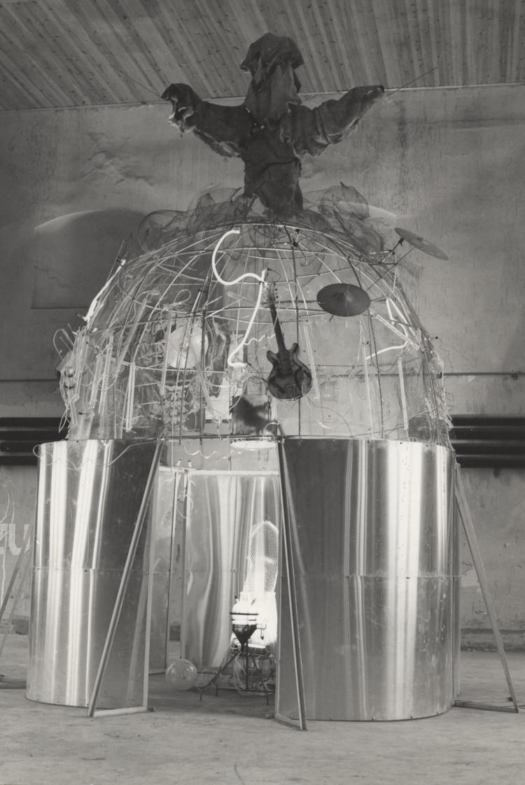 """""""Dzwon – 100 GeV"""", Marek Rogulski, 1992, Dawna Łaźnia Miejska, Gdańskie Dni Niezależnych (źródło: materiały prasowe organizatora)"""