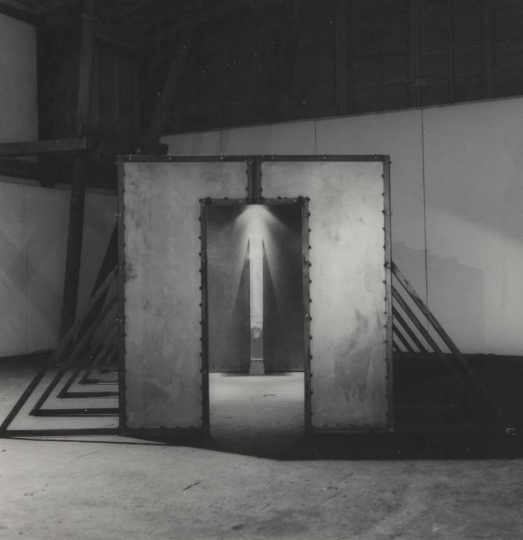 """""""Emblematy"""", Grzegorz Klaman, 1993, PGS Sopot, wystawa """"Monumenty"""" (źródło: materiały prasowe organizatora)"""