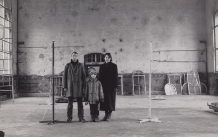 Grzegorz Klaman z synem Kosmą i Aneta Szyłak, Dawna Łaźnia Miejska, 1993 (?)(źródło: materiały prasowe organizatora)