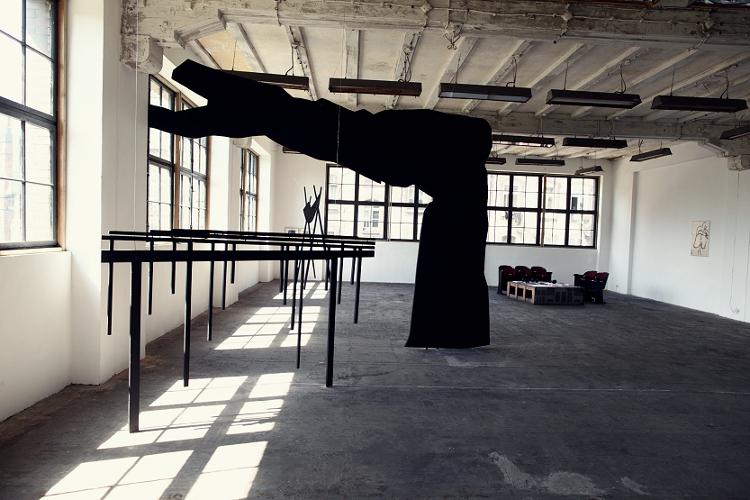 """Wystawa """"Wyspa. Teraz jest teraz"""", 2012, budynek IS Wyspa (źródło: materiały prasowe organizatora)"""