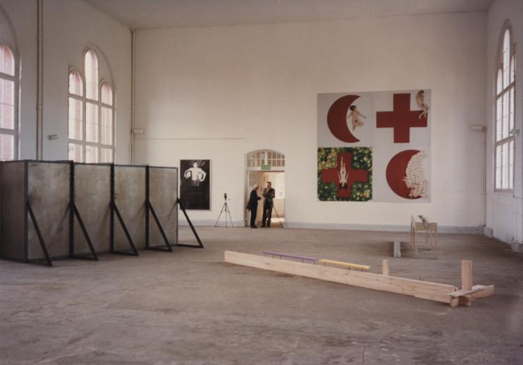 """Wystawa """"Kolekcja Sztuki Współczesnej na 1000-lecie Gdańska"""", 1997, Dawna Łaźnia Miejska (źródło: materiały prasowe organizatora)"""