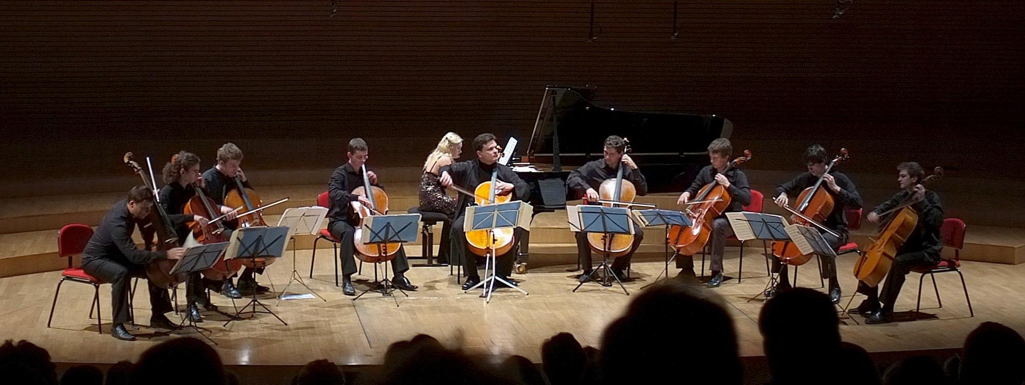 Prof. Ihor Kuszpler i jego studenci w Sali Koncertowej Akademii Muzycznej w Katowicach (źródło: materiały prasowe organizatora)