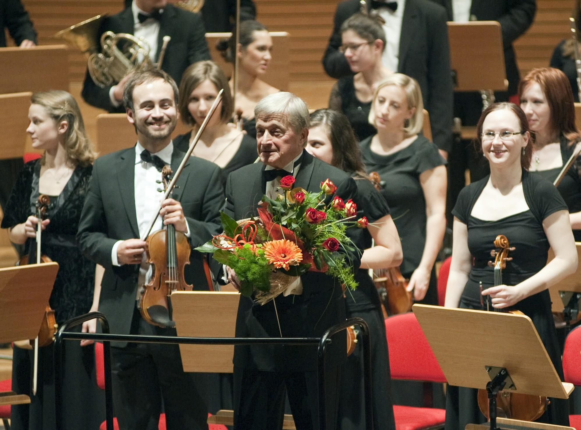 Tadeusz Strugała i Polska Orkiesrta Sinfonia Iuvntus w Sali Koncertowej Akademii Muzycznej w Katowicach (źródło: materiały prasowe organizatora)