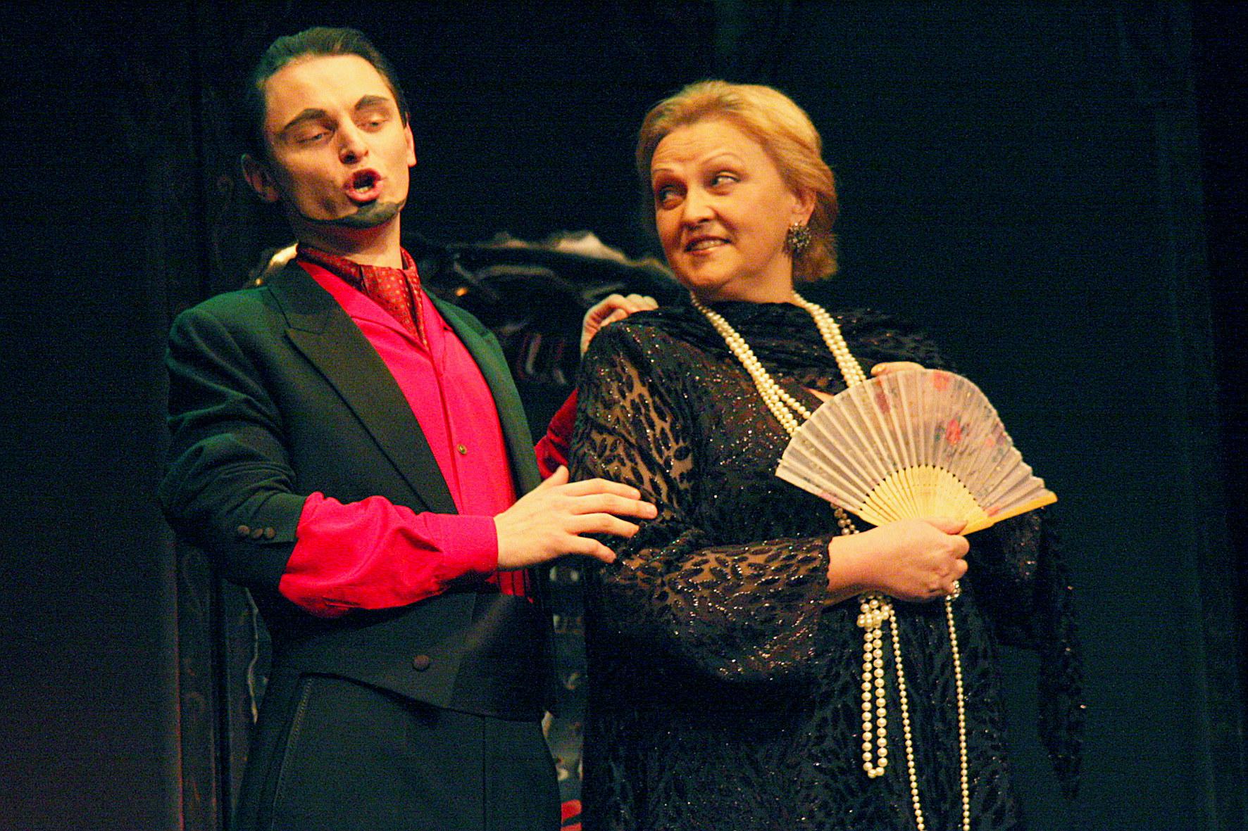 Liudas Mikalauskas wraz z prof. Sabiny Martinaityte w Śląskim Teatrze Ateneum (źródło: materiały prasowe organizatora)