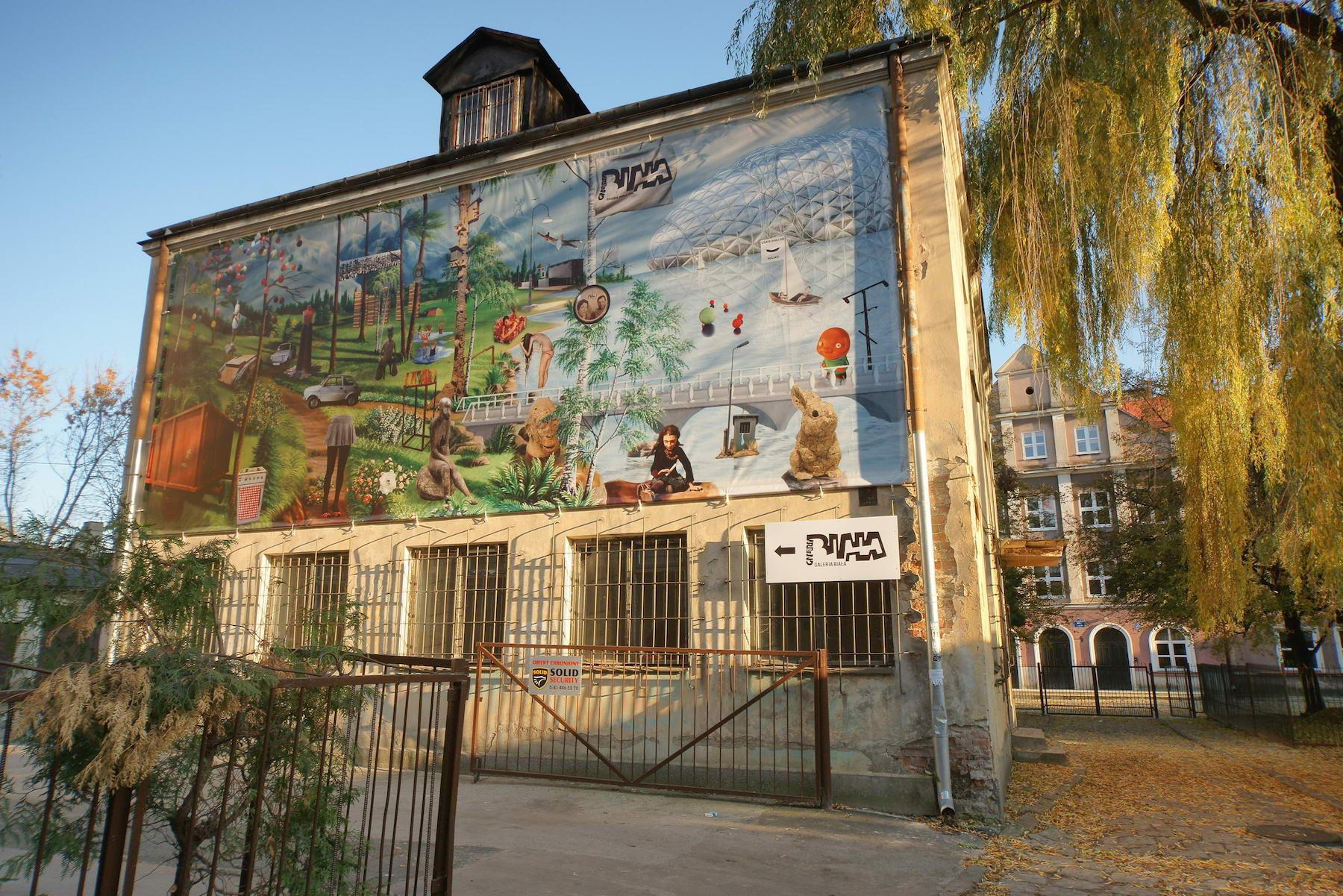 """Galeria Biała, """"Podwórko sztuki"""", 2009 (źródło: materiały prasowe organizatora)"""