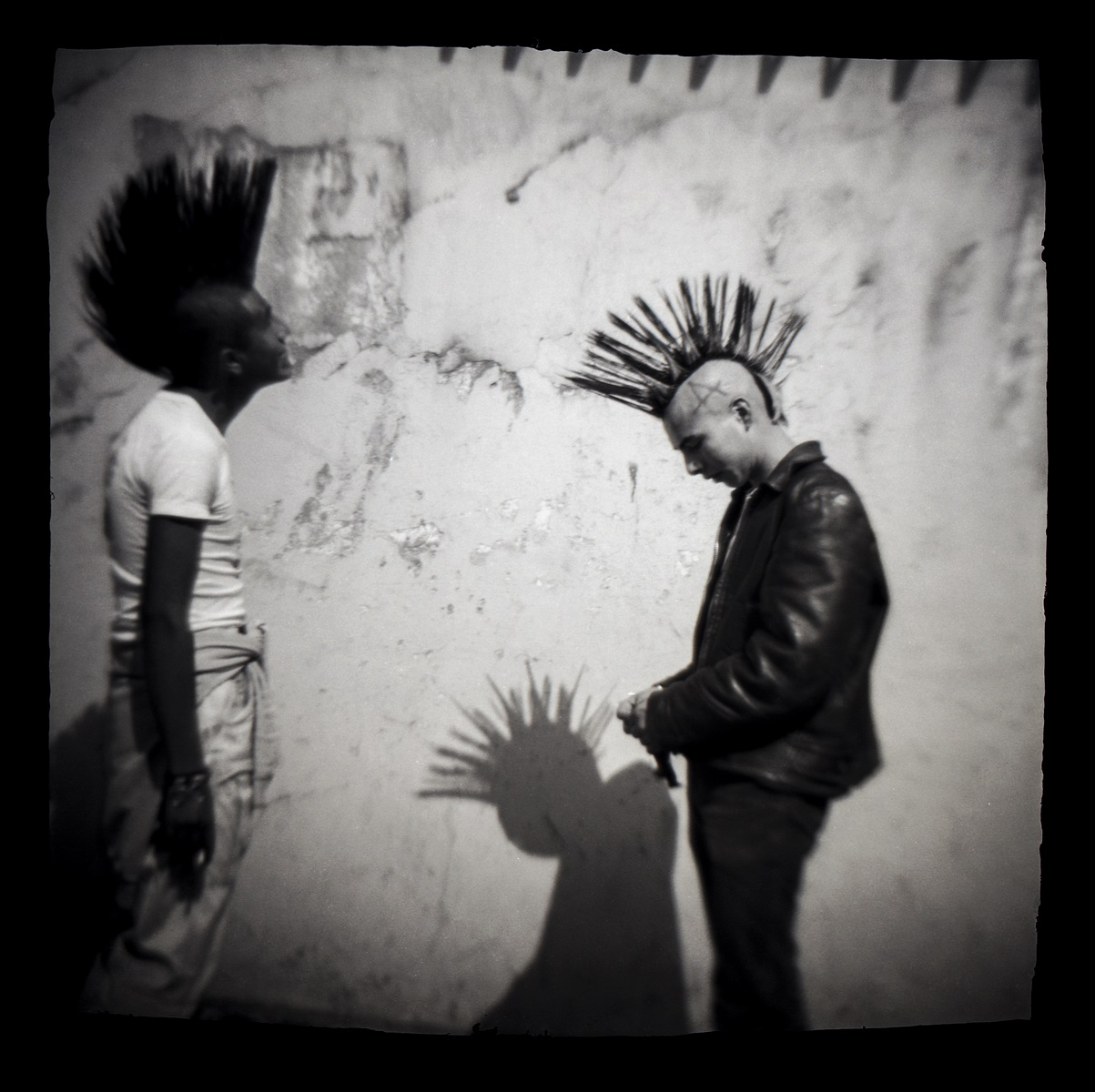 """Carlos Somonte, """"Bez tytułu (Punks)"""", ok. 1987 (źródło: materiały prasowe organizatora)"""