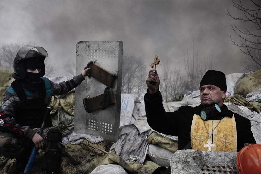 "Jérôme Sessini, Francja, Magnum Photos dla ""De Standaard"". 19–21 lutego, Kijów, Ukraina. 2. Nagroda, Spot News, Cykl (źródło: materiały prasowe)"