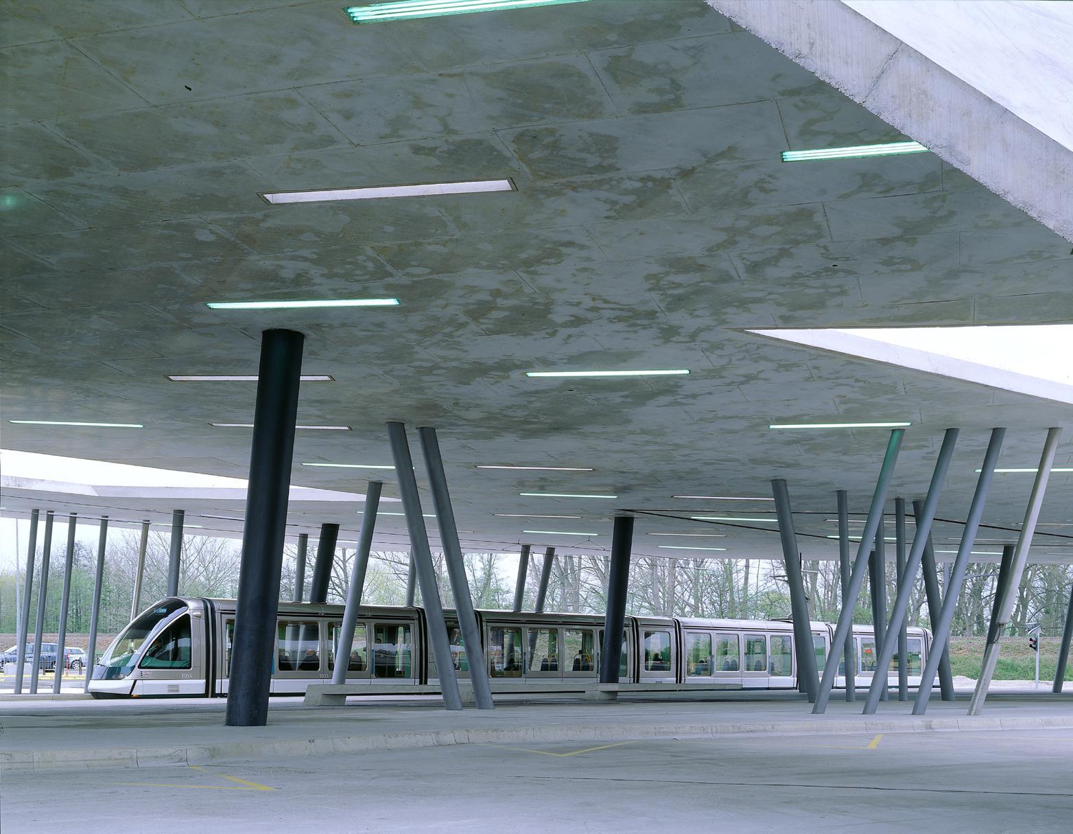 Zaha Hadid, Parking i dworzec tramwajowy Hœnheim Nord, Nagroda Unii Europejskiej w dziedzinie architektury współczesnej – Mies van der Rohe Award, 2003 (źródło: materiały prasowe organizatora)