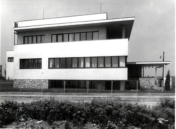 Dom Juliusa Glücklicha, architekt: Josef Gočár, 1934 © Osiedle Baba. Plany i modele, Tomáš Šenberger, Vladimír Šlapeta, Petr Urlich, Muzeum Architektury we Wrocławiu, 2002, s. 128 (źródło: materiały prasowe organizatora)