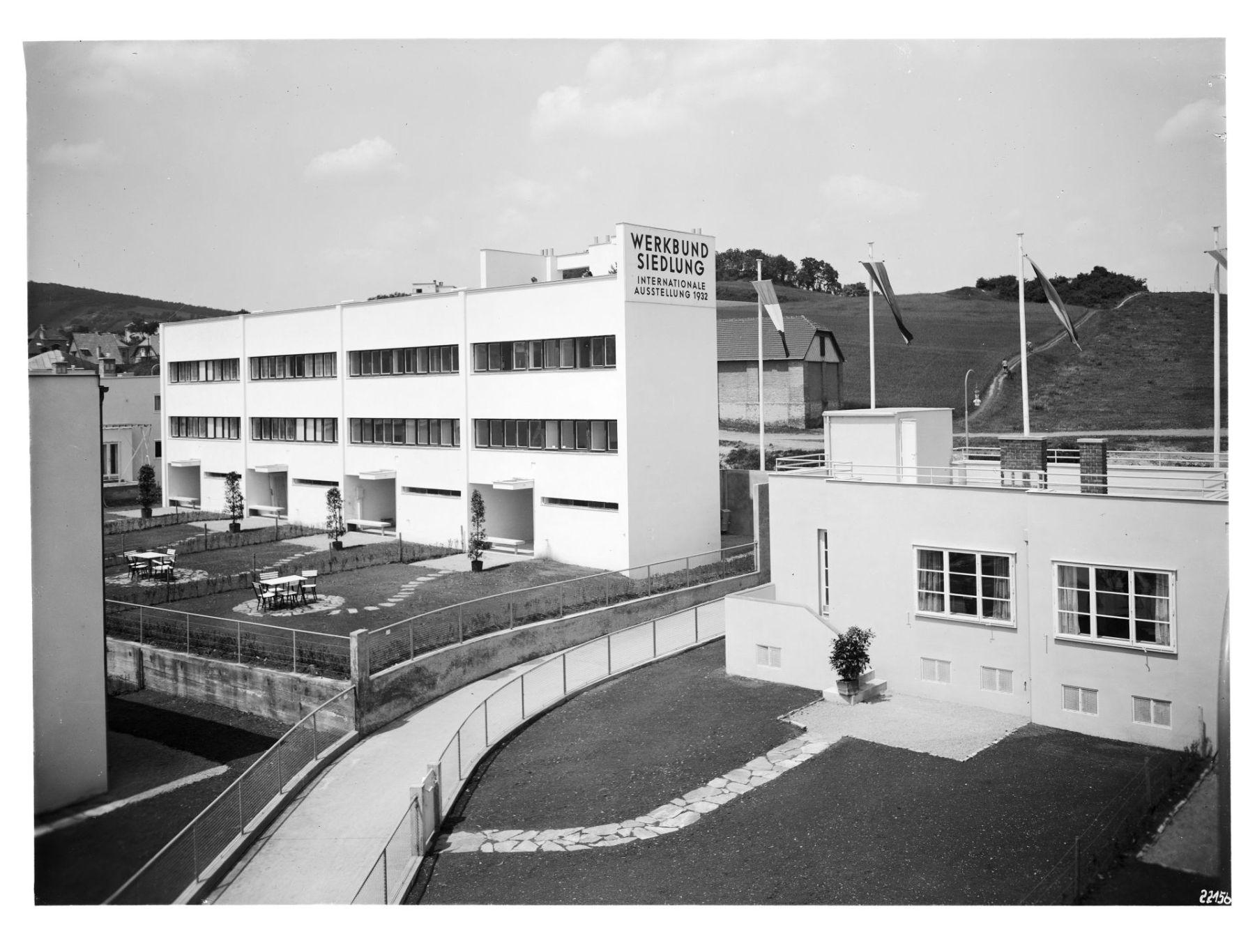 Widok na domy projektu André Lurçat i Josefa Hoffmanna, 1932 © Architekturzentrum Wien, Sammlung, Zdjęcie: Julius Scherb (źródło: materiały prasowe organizatora)